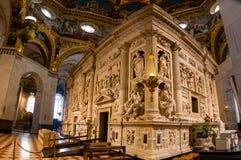 Loreto, Ancona, Italië - 11 10 2018: Binnenland van het Heiligdom van Loreto, Santuario-dellamadonna, detail van het Heilige Huis royalty-vrije stock fotografie