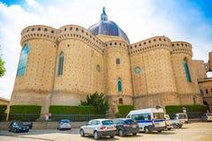 Loreto Ancona, Italien - 8 05 2018: Fristad av Santa Casa, absid av basilikan i Loreto, Italien Royaltyfri Bild