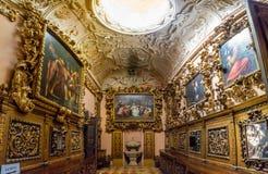 Loreto Ancona, Italien - 8 05 2018: Inre av basilikan av Santa Casa i Loreto, Italien Arkivbild