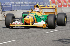 Lorina McLaughlin in einem Formel 1-Rennwagen Benneton B1992 lizenzfreies stockbild