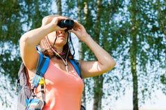 lornetki target304_0_ kobiet potomstwa Zdjęcie Royalty Free