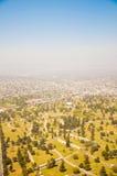 Los Ángeles céntrico, opinión de ojo de pájaro en el día asoleado Foto de archivo