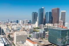 LOS ÁNGELES - 28 DE JULIO DE 2017: Rascacielos céntricos en un día soleado Imagen de archivo