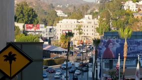 Los Ángeles, E.E.U.U.-noviembre 15,2017: Colina de Beverly Hills Boulevard And Hollywood almacen de metraje de vídeo