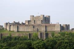 Los árboles acercan al castillo de Dover Fotografía de archivo