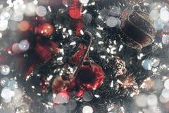 Los árboles de navidad se adornan con el caramelo y los objetos hermosos Fotografía de archivo