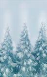 Los árboles nevados del bosque en un tipo de la tarjeta de Navidad de los efectos de escritorio del fondo de la nieve del inviern Foto de archivo