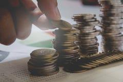 Los índices financieros de la acción de la exposición doble con la pila acuñan Foto de archivo libre de regalías