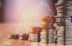 Los índices financieros de la acción de la exposición doble con la pila acuñan Imagenes de archivo