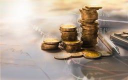 Los índices financieros de la acción de la exposición doble con la pila acuñan Financi Foto de archivo libre de regalías