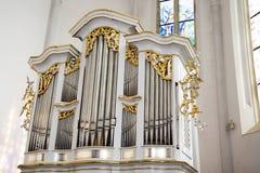 Los órganos están instalados en las iglesias, sinagogas, salas de conciertos, escuelas Imagenes de archivo