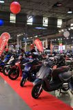 Los últimos modelos de Alicante, España 16 de noviembre de 2018 - de los coches y de las motocicletas exhibidos en el salón del a imagen de archivo libre de regalías