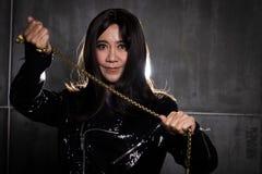 los años de 50s 60s forman el retrato asiático de la mujer imagen de archivo