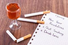 Los Años Nuevos de resoluciones, el fumar abandonado, beben menos alcohol Imagen de archivo libre de regalías