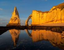 Los acantilados de Etretat, Normandía Fotos de archivo libres de regalías