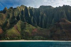 Los acantilados de la costa del Na Pali foto de archivo