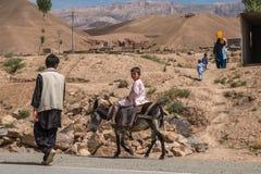 Los acantilados de la piedra arenisca de la provincia bamiyan de Afganistán Foto de archivo libre de regalías