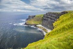 Los acantilados de Moher, la región de Burren en el condado Clare Imagen de archivo libre de regalías