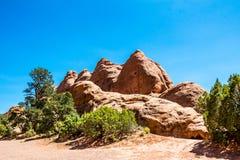 Los acantilados de piedra de la piedra arenisca en el Moab abandonan, Utah Foto común de la formación de roca roja, parque nacion Fotos de archivo