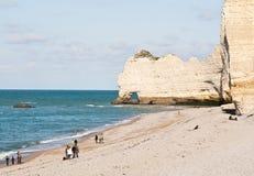 Los acantilados famosos en Etretat, Francia Fotografía de archivo