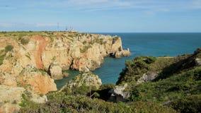 Los acantilados ven en Lagos, Algarve metrajes