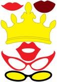 Los accesorios del partido fijaron - los vidrios, corona, labios Fotografía de archivo