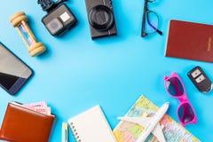 Los accesorios del viaje visten el concepto para el viaje de las vacaciones de verano PA Fotografía de archivo