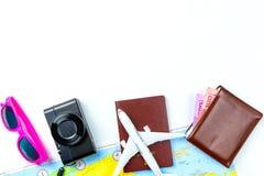 Los accesorios del viaje visten el concepto para el viaje de las vacaciones de verano PA Foto de archivo libre de regalías