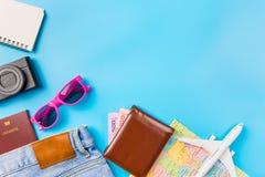 Los accesorios del viaje visten el concepto para el viaje de las vacaciones de verano PA Fotografía de archivo libre de regalías