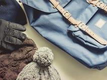 Los accesorios largos del viaje de la estación del día de fiesta y del invierno en plano ponen el co Fotografía de archivo libre de regalías