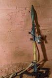 Los accesorios para el RPG de los soldados disparan contra la miniatura del juguete para la figura Fotografía de archivo