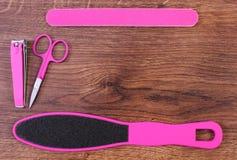Los accesorios para la manicura o pedicura, concepto de pie, mano y clavo cuidan, copian el espacio para el texto Foto de archivo libre de regalías