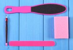 Los accesorios para la manicura o pedicura, concepto de pie, mano y clavo cuidan, copian el espacio para el texto Imagen de archivo