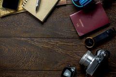 Los accesorios viajan con el teléfono móvil, pasaporte, cámara, h Foto de archivo libre de regalías