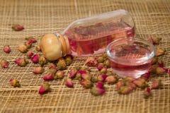 Los aceites color de rosa esenciales y secado subieron Fotografía de archivo