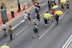 Los activistas 2015 de Hong Kong marchan delante de voto en el paquete electoral Imágenes de archivo libres de regalías