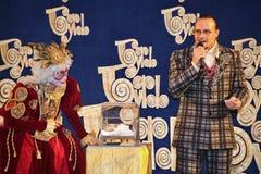Los actores del caballero Pezho de las muñecas del teatro que vaga en la piel de ante del teatro Foto de archivo libre de regalías