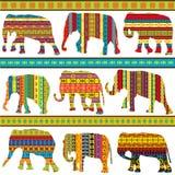 Los adornos étnicos modelaron elefantes ilustración del vector