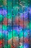 Los adornos al aire libre de la Navidad adornan la ventana Foto de archivo libre de regalías