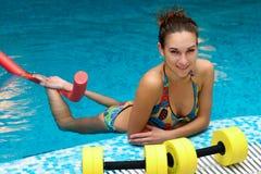 Los aeróbicos de la muchacha y del aqua Foto de archivo