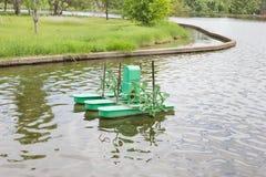 Los aeradores superficiales, uso para hacen las aguas residuales al agua potable Imagenes de archivo