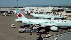 Los aeroplanos de Air Canada se preparan al vuelo metrajes