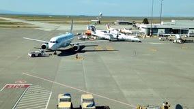 Los aeroplanos de Air Canada se preparan para volar almacen de video