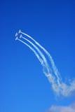 Los aeroplanos vuelan en el cielo Fotografía de archivo