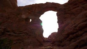 Los agujeros en las rocas en el parque nacional de los arcos metrajes