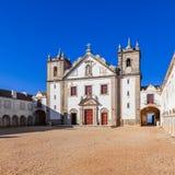 Los alojamientos de la iglesia y del peregrino de Santuario de Nossa Senhora hacen el santuario de Cabo imagen de archivo libre de regalías