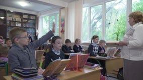Los alumnos estudian en la escuela almacen de metraje de vídeo