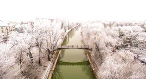 Los amantes tienden un puente sobre en Timisoara, Rumania Fotografía de archivo