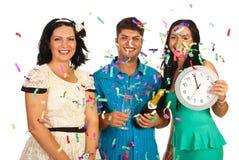 Los amigos celebran el partido del Año Nuevo Foto de archivo