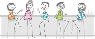 Los amigos toman una bebida en una barra Imagenes de archivo
